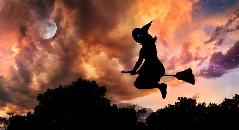 Hexe auf dem Weg zur Walpurgisfeier