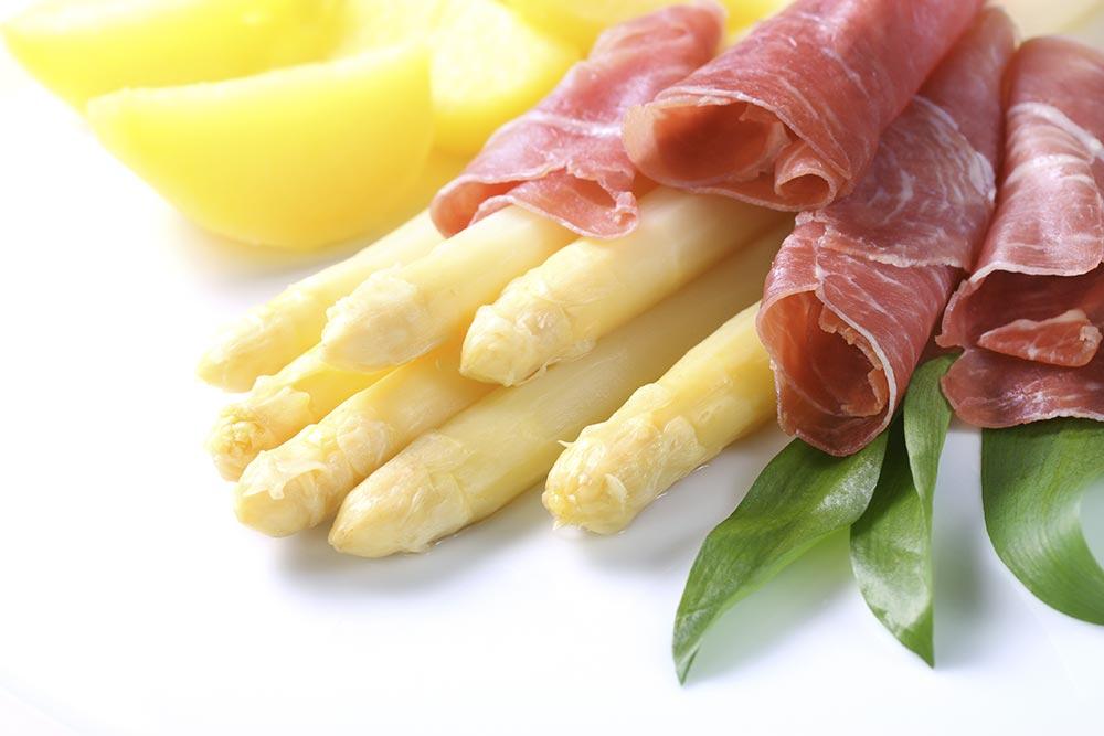 Spargel Mit Schinken Kartoffeln Und Sauce Hollandaise Thüringer