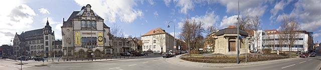 zeiss-platz-mit-dem-optischen-museum
