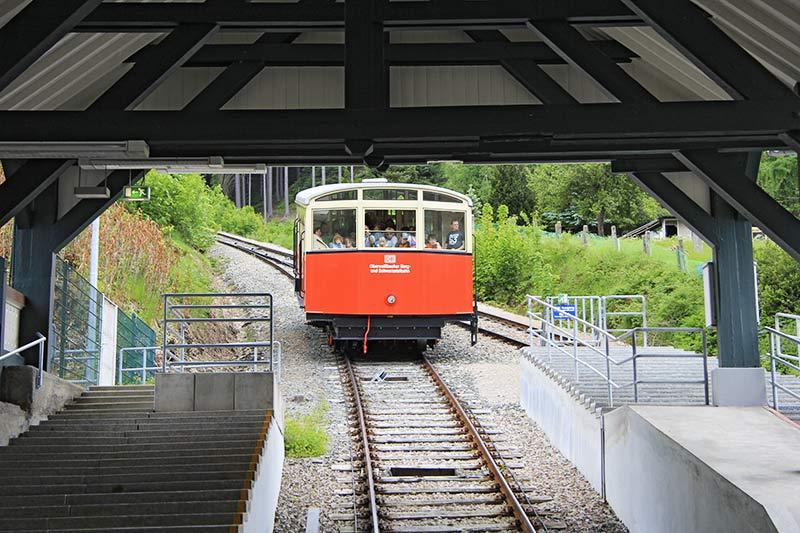 oberweissbacher-bahn-im-talbahnhof