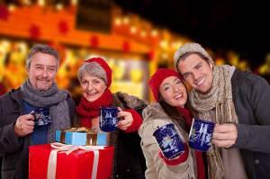 weihnachtsmarkt-gluehwein-trinken