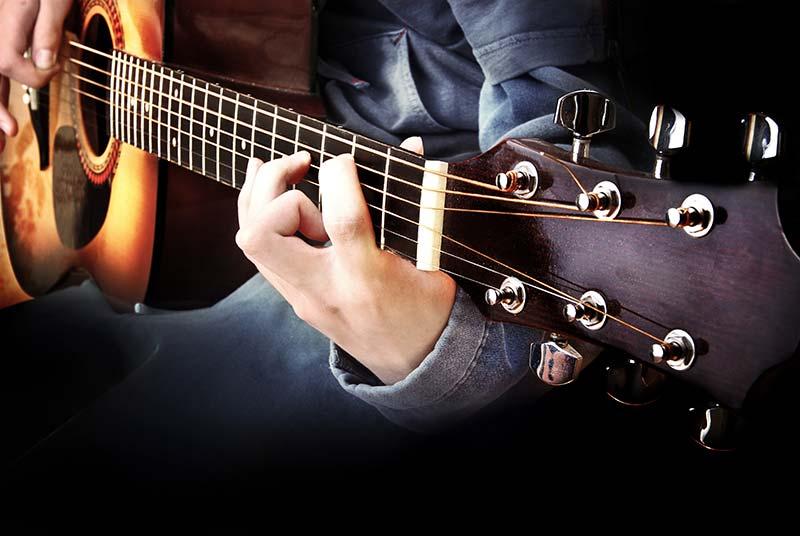 Gitarristen spielen auf