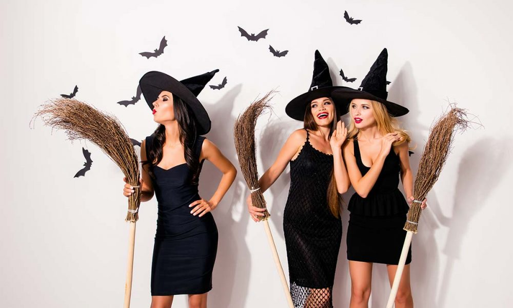 Junge Hexen feiern Walpurgis