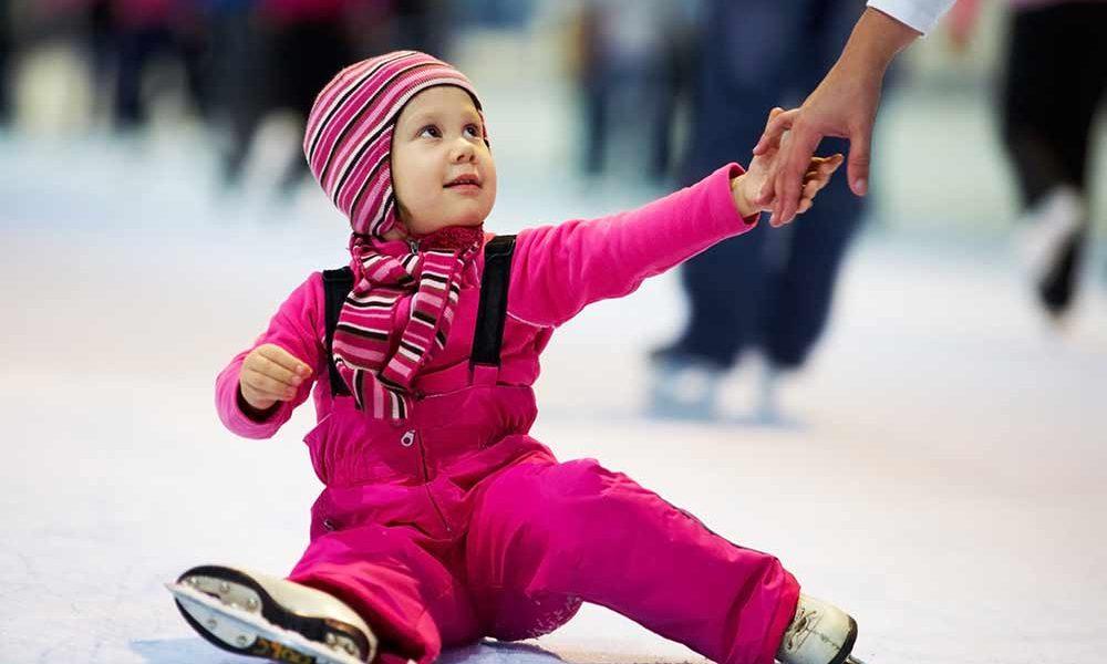 Kind beim Eislaufen